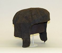 Plain capFlat Cap Date: 16th century Culture: British Medium: wool Dimensions: Diameter: 8 in. (20.3 cm) Credit Line: Bashford Dean Memorial Collection, Funds from Various Donors, 1929 Accession Number: 29.158.486