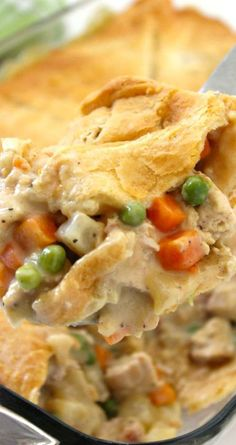 Chicken Pot Pie Casserole ~ Since this recipe uses store bought crescent rolls for the crust, it comes together quite easily.