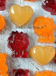 Gummibärchen selber machen Make gummy bears yourself Making Gummy Bears, Baking Recipes, Dessert Recipes, Best Food Ever, Kitchen Gifts, Food Humor, Cooking With Kids, Diy Food, Food Inspiration