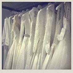 Acabamos de terminar la jornada de hoy. Esta tarde, nos ha tocado vivir, junto a nuestra #lover A, su prueba de vestido y está😍😍😍 ¡que gran ratitooooo!  Buenas Noches, Lovers.❤️  LOVE #contamoshistoriasdeamor #love #amor #happy #feliz #vestidos #novia #work #weddingpic #wedding #weddingplanner #boda #bodasunicas #bodasbonitas #deco #decor #design #diseño #inlove #fashion #fashionblogger #moda #inlove #Cádiz #destinationlovers #destinationwedding #destinationweddingplanner