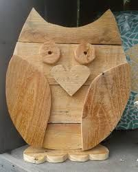 15 Wooden Crafts Ideas That You Can Make For Your Home Decoration - trendough Wooden Projects, Wooden Crafts, Wooden Toys, Craft Projects, Pallet Crafts, Pallet Art, Palette Deco, Wood Owls, Wood Animal