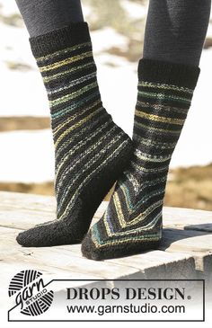 """Ravelry: slippers with stripes in """"Fabel"""" pattern by DROPS design Knitting Loom Socks, Loom Knitting Patterns, Knitting Designs, Free Knitting, Knitting Tutorials, Stitch Patterns, Crochet Patterns, Knit Shoes, Crochet Shoes"""