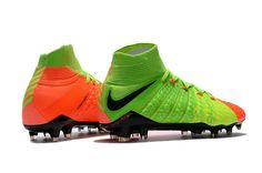 The sole plate of the green orange Nike Hypervenom Phantom III boots features a more flexible material in the front (Pebax), whereas the rear is made of a studier nylon.