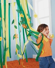 Fun idea for a jungle theme party. Streamers and paper cut out leaves/flowers. Jenn: this would be a super cute 1 year party idea! Jungle Party, Safari Party, Safari Jungle, Jungle Theme Birthday, Jungle Theme Parties, Safari Theme, Party Themes, Jungle Theme Classroom, Vbs Themes