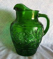 Anchor Hocking Forest Green Sandwich Glass Pitcher - Yep, need this for my collection!we all had this Green Beauty. Clear Glass, Glass Art, Forever Green, Glass Rocks, Vintage Dishes, Vintage Kitchen, Antique Glassware, Glass Pitchers, Anchor Hocking