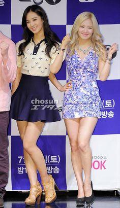 Hyoyeon y Yuri en la conferencia de prensa de Dancing 9♥ / at the press conference of Dancing 9♥