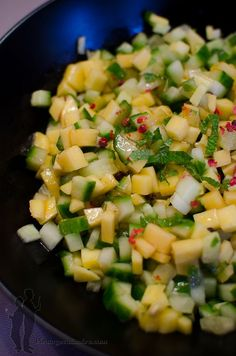 Salade de concombre et de mangue à la menthe