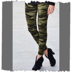 🎉HP🎉 Camo Leggings FLASH SALE Polyester/Spandex Caroline's Pants Leggings