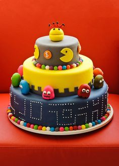 PacMan Cake - Great for video game theme parties Bolo Pac Man, Pac Man Cake, Unique Cakes, Creative Cakes, Fancy Cakes, Cute Cakes, Fondant Cakes, Cupcake Cakes, Cartoon Cakes