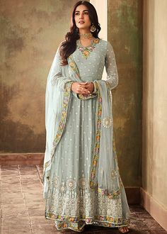 Sonal chauhan sky blue designer anarkali suit online which is crafted from georgette fabric with exclusive embroidery and stone work. This stunning designer anarkali suit comes with santoon bottom and chiffon dupatta. Costumes Anarkali, Anarkali Suits, Punjabi Suits, Lehenga Suit, Saree Dress, Designer Anarkali Dresses, Pakistani Dresses, Eid Dresses, Flapper Dresses