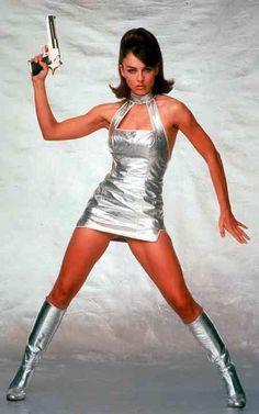 Vanessa Kensington - Elizabeth Hurley - Austin Powers, International Man of Mystery 1997 Elizabeth Hurley, Pin Up, Botas Sexy, Space Fashion, Space Girl, Retro Futurism, Celebs, Celebrities, Lady