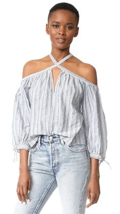 ¡Consigue este tipo de top hombros descubiertos de REBECCA TAYLOR ahora! Haz clic para ver los detalles. Envíos gratis a toda España. Rebecca Taylor Off Shoulder Stripe Top: A striped Rebecca Taylor top in an open-shoulder style. 3/4 sleeves with bow-trimmed cuffs. Slim straps. Hook-and eye closure in back. Fabric: Lightweight weave. 100% cotton. Wash cold. Imported, China. Measurements Length: 22.5in / 57cm, from shoulder Measurements from size 4 (top hombros descubiertos, sin hombros…