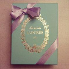 Les secrets Laduree Paris♥.•:*´¨`*:•♥ Macarons, Tea Packaging, Packaging Design, Bridal Shower, Baby Shower, Tea Tins, Chocolate Bouquet, Pastry Shop, Goodies