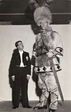 "The Tallest Man In Iceland - They Be Giants: Johann Petursson, was born in Dalvík, Iceland on 9 February 1913 and was known as ""The Viking Giant"", and as ""Jóhann Risi"" (Johann the Giant) and ""Jóhann. Giant People, Tall People, Ancient Aliens, Ancient History, Old Pictures, Old Photos, Vintage Photos, Human Giant, Nephilim Giants"