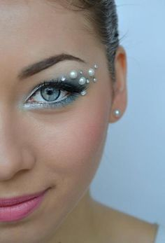 Strass Make up http://www.makeupbee.com/look.php?look_id=78174