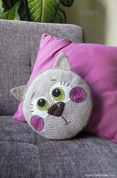 Katzen Kissen häkeln - crochet cat pillow - Tutorial with pictures. Crochet Diy, Chat Crochet, Crochet Home, Love Crochet, Crochet For Kids, Crochet Dolls, Crochet Crafts, Crochet Projects, Crochet Simple