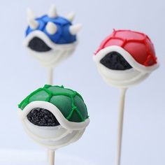 Mario Kart Koopa Shell Cake Pops 24 Video Game-Inspired Desserts That Are Almost Too Awesome To Eat Super Mario Bros, Super Mario Cake, Super Mario Birthday, Mario Birthday Party, Super Mario Party, Mario Kart Cake, 5th Birthday, Mario Bros Cake, Birthday Cake