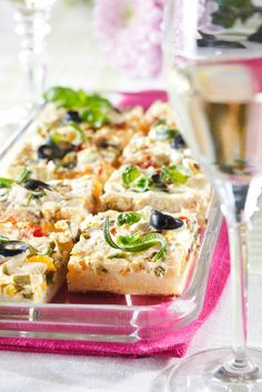 Sandwich Cake, Sandwiches, Pizza Nachos, Good Food, Yummy Food, Spanakopita, Bruschetta, Vegetable Pizza, Koti