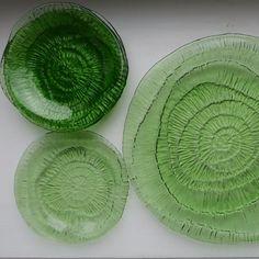 """Zestaw talerzy szklanych Ząbkowic z serii """"Skamieliny"""" Cut Glass, Glass Art, Midcentury Modern, Fused Glass, Retro Vintage, Art Deco, Table Decorations, Green, Happiness"""