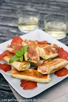 Petits feuilletés apéritif au chorizo, féta et basilic