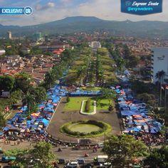 Pemkot Bandung melalui Satpol PP terus menata wajah Gasibu. PKL gasibu kini direlokasi ke Monumen Perjuangan.