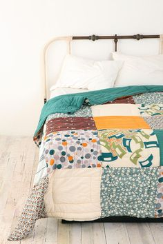 love the big squares in the quilt.  i think I'll do this for the bed in the layer cake I have of Urban Cowgirl.