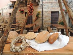 Pane e prodotti tipici toscani in occasione dell'Offerta dei Censi, Abbadia San Salvatore