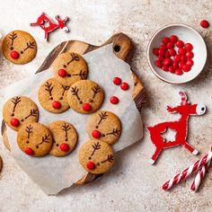 Las galletas son cada vez más tradicionales en Navidad. Son muy sencillas de hacer y a los niños les encantará, sobre todo cuando llega el momento de la decoración. En este caso os proponemos unas galletas de jengibre para Navidad con una divertida carita de reno como decoración. Fine Dining, Biscotti, Gingerbread Cookies, New Recipes, Cooking, Desserts, Food, Club, Instagram