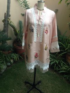 Simple Pakistani Dresses, Pakistani Fashion Casual, Pakistani Dress Design, Pakistani Outfits, Plain Kurti Designs, Simple Kurta Designs, Tunic Designs, Sleeves Designs For Dresses, Dress Neck Designs