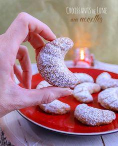 Recette des biscuits croissant de lune aux noisettes #biscuits #croissant #recette Croissants, Beignets, Tupperware, Muffins, Tray Bakes, Doughnut, Brunch, Gluten, Cupcakes