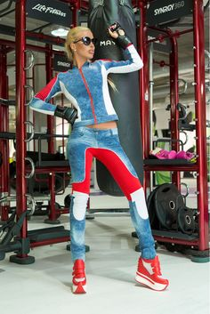 Set Ocassion Shadow Women Blue. Set sport din doua piese realizat din material denim elastic. Este un set care pune in valoare corpul datorita croiului mulat.