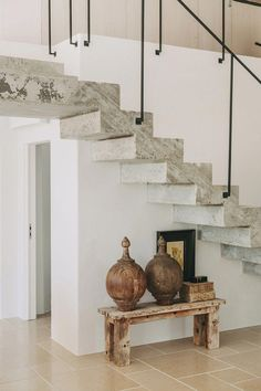 Une maison portugaise rénovée en tons naturels - PLANETE DECO a homes world Escalier Design, Interior And Exterior, Interior Design, House Stairs, Staircase Design, Cheap Home Decor, Home Decoration, Home And Living, Home Remodeling