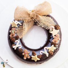 Christmas Log, Christmas Deserts, Christmas Chocolate, Christmas Cooking, Cute Desserts, Party Desserts, Best Christmas Crackers, Chocolate Mousse Cake Filling, Cracker Toffee