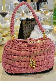 Crochet o ganchillo: Bolso de trapillo rosa by Crochet o ganchillo