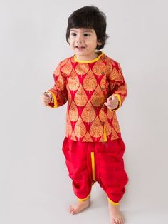 Revamp the traditional dhoti kurta set with Tiber Taber's original mouse print set. Fun, colorful and bright just like our little lad. 100% cotton for 100% comfort. ? 100% Cotton ? Original Artwork Print ? Wooden button front opening ? Elasticated dhoti ? Care : Gentle hand wash