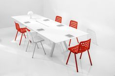 Ark.  Ultra simple white meeting table with red and white seats / ORDER NOW FROM SPACEIST