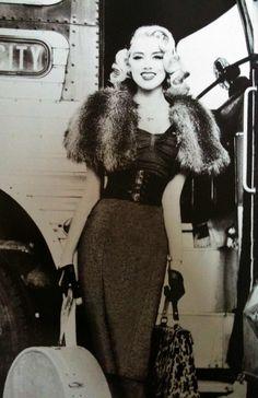 Amber Heard for Guess Jeans Fall 2011 Shot by Ellen Von Unwerth Moda Rockabilly, Looks Rockabilly, Rockabilly Fashion, Retro Fashion, Vintage Fashion, Pin Up Fashion, Rockabilly Girls, Modern Fashion, Timeless Fashion