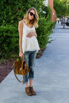 Pregnancy Style - 20 weeks - Loose tank, boyfriend jeans, leopard booties