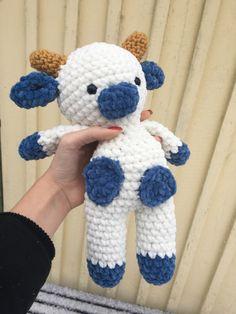 Crochet Animal Patterns, Stuffed Animal Patterns, Crochet Patterns Amigurumi, Crochet Animals, Diy Crochet Projects, Crochet Crafts, Yarn Crafts, Knitting Projects, Crochet Cow