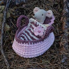 Passer til Baby mus eller andre dukker og bamser som er 8-9 cm Crochet Hats, Beanie, Pattern, Baby, Model, Newborn Babies, Beanies, Infant, Baby Baby