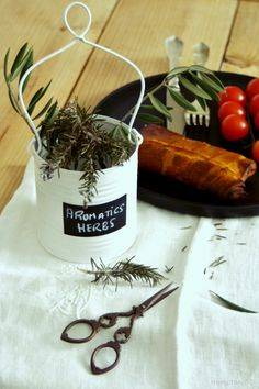 Cesta de lata para hierbas aromáticas * DIY | Decorar tu casa es facilisimo.com