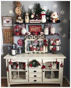 Are you searching for inspiration for farmhouse christmas decor? Browse around this website for unique farmhouse christmas decor images. This amazing farmhouse christmas decor ideas seems to be completely amazing. Winter Christmas, All Things Christmas, Christmas Home, Vintage Christmas, Homemade Christmas, Elegant Christmas, Christmas Island, Christmas Cactus, Merry Christmas