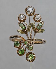 Art Nouveau Floral Ring, circa 1908, demantoid garnet and diamond in gold