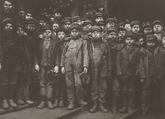 This is a photograph of breaker boys – child labor used to separate coal from slate. This image helped lead the nation to outlaw child labor. The photo was taken by Lewis Hine who traveled the United States taking photographs of child laborer. Lewis Wickes Hine, Fotografia Social, Coal Miners, Industrial Revolution, Working With Children, Poor Children, World History, London History, Uk History