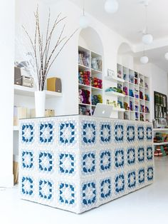 If I ever going to open a cute little shop I will have a desk like this!