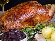 Cornelia Poletto verrät auf EAT SMARTER ihr Lieblingsrezept für den Klassiker der Weihnachtsmenüs: Gänsebraten mit Rotkohl!