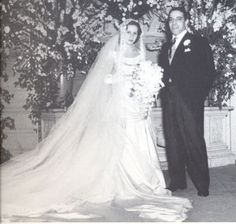 EVGENIA GL Aristotle Onassis married Athina Livanos, daughter of shipping magnate Stavros Livanos and Arietta Zafrikakis, on 28 December 1946 Jackie Kennedy, Los Kennedy, Christina Onassis, Wedding Bride, Wedding Gowns, Wedding Ceremony, Types Of Gowns, Hollywood Wedding, Bridal Cape