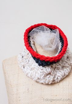 free pattern for an Anthropologie inspired crochet chunky cowl | www.1dogwoof.com | #crochet #scarf