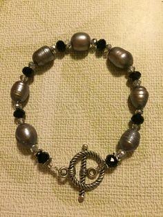 Pulsera con perlas grises