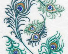 Machine Embroidery Designs Proud Peacock Feather Collage. A collage of peacock feathers. Bright and beautiful on tea towels, pillows, and tote bags. Machine Embroidery Patterns, Embroidery Applique, Embroidery Stitches, Brush Embroidery, Cross Patterns, Machine Applique, Embroidery Jewelry, Peacock Feather Tattoo, Peacock Art